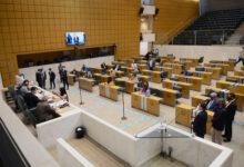 Foto de arquivo mostra deputados estaduais em discussão no plenário da Alesp. (Foto: Divulgação/Alesp)