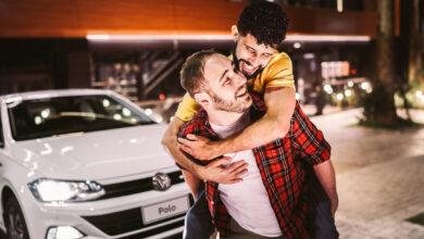 Foto em propaganda da VW gerou ataques homofóbicos de seguidores. (Foto: Reprodução/Instagram)