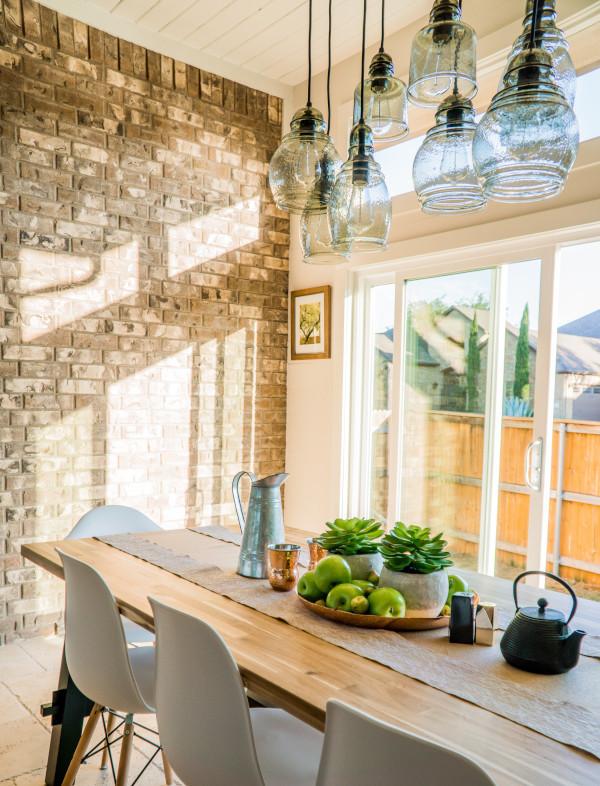 Breakfast room with sunlight