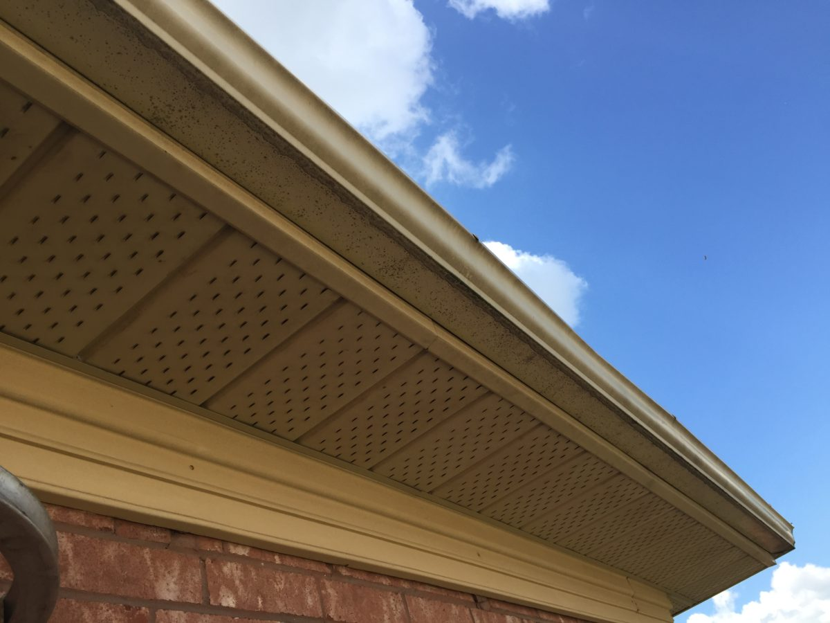 Eavestrough stains