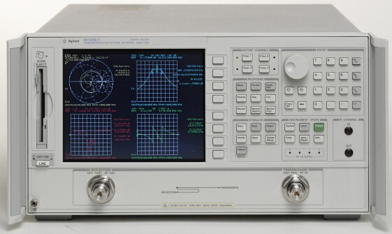 Keysight (Agilent/HP) 8722ET Transmission/Reflection Vector Network Analyzer