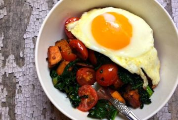 Tuscan Quinoa bowl with egg