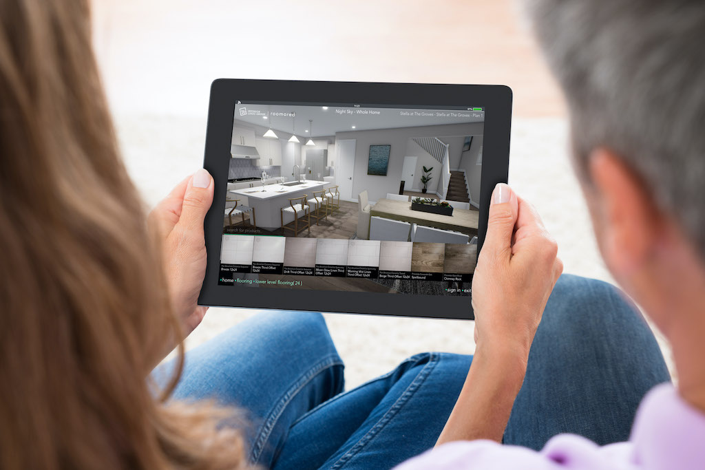 couple on tablet using roomored software