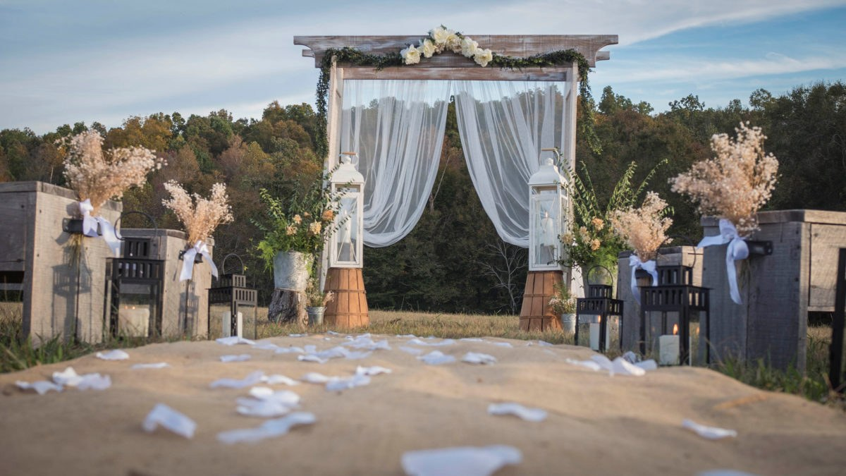 Outdoor fall weddings near the Natchez Trace Parkway Tennessee