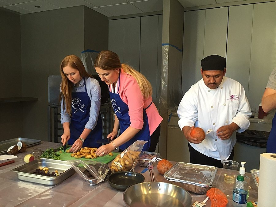 Entertaining-Company-Chef-Cookoff-In-The-Kitchen_0238
