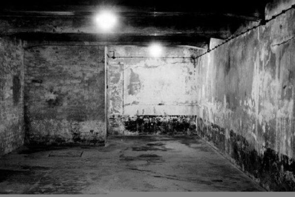 Une chambre à gaz à Auschwitz