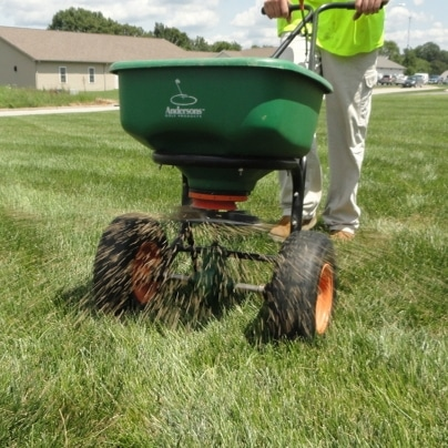lawn care service gahanna, spreading lawn photo.