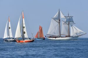 This schooner had a lot of fans onboard but her sails gave me a big lull at the start