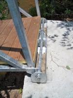 Single hinge 5th wheels on concrete bulkhead