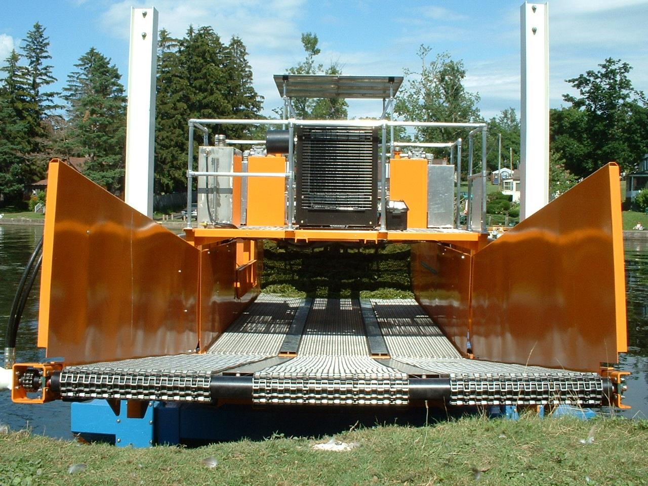 Alphaboats FX-11 Waterweed Harvester rear discharge conveyor