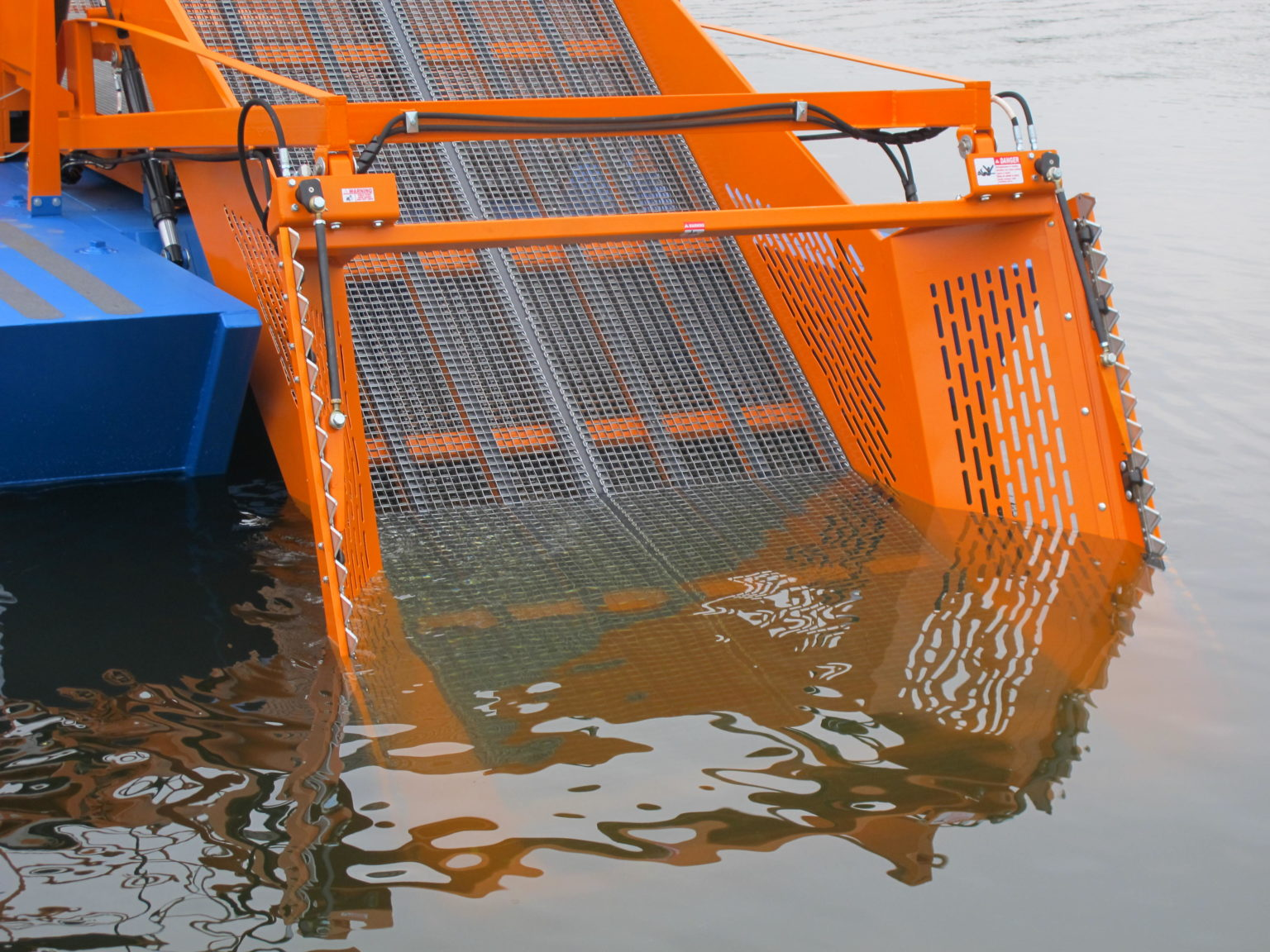 Alphaboats FX7 Waterweed Harvester showing it's 7 Foot Cut