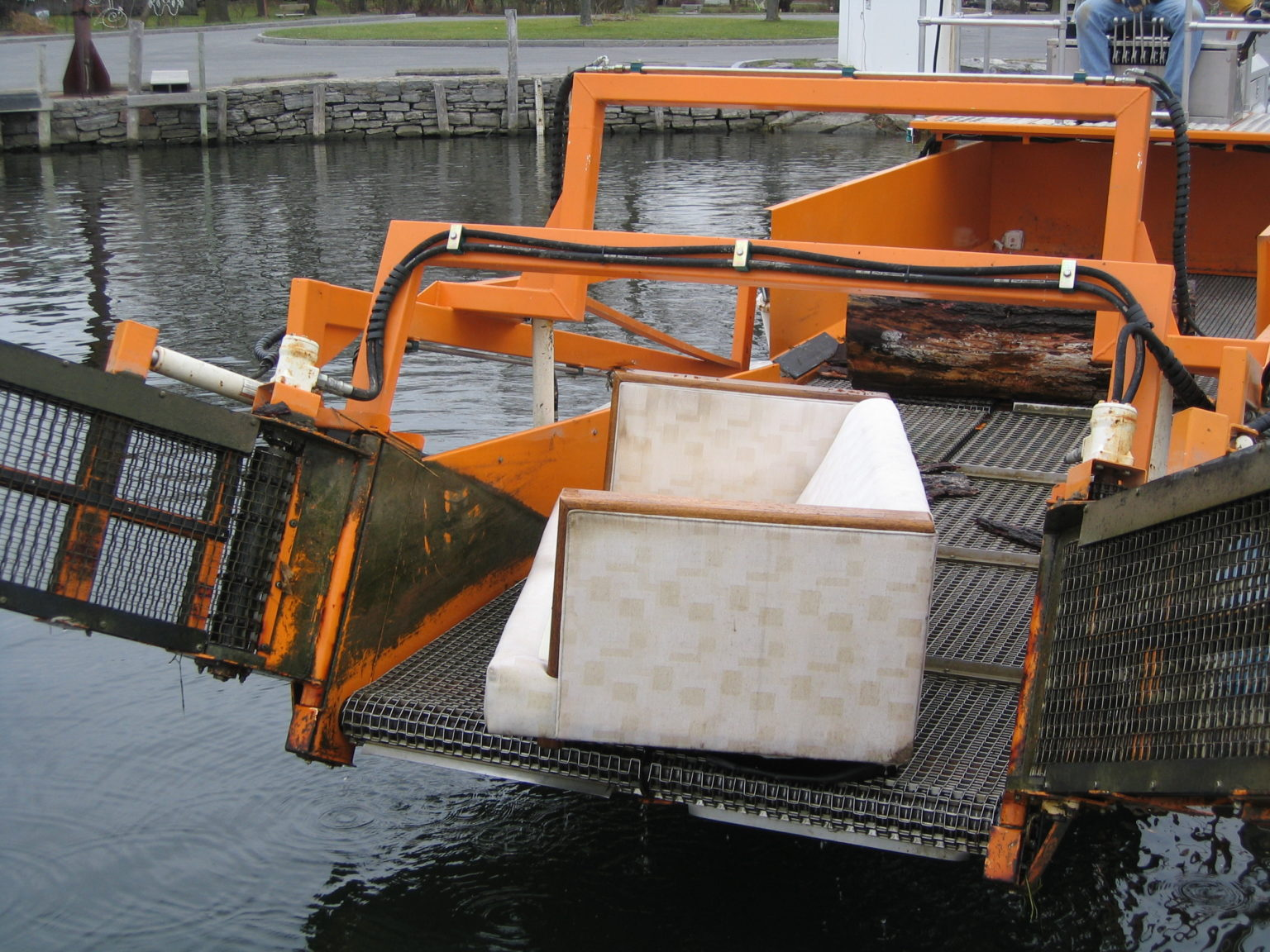 MC 202 picking up floating larger debris