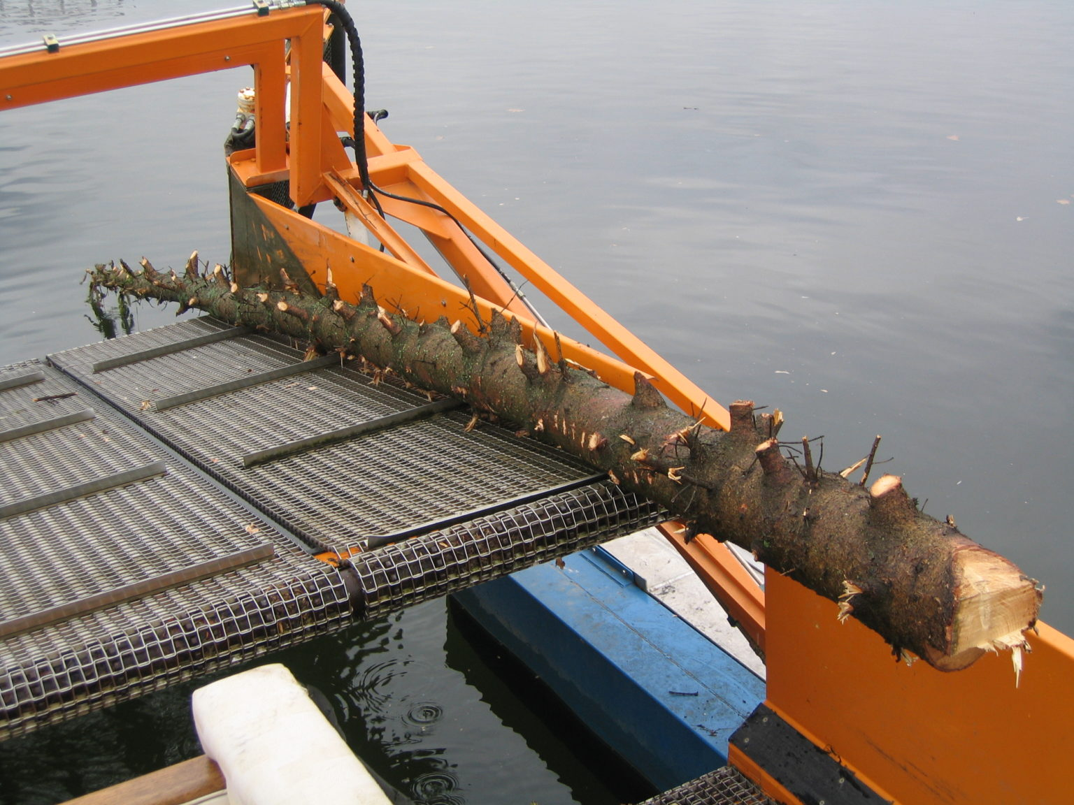 MC 202 picking up floating debris