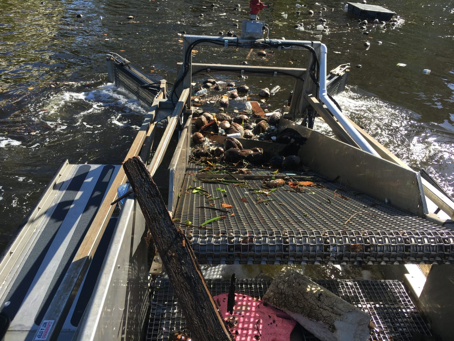 MC702 Trash Skimmer / Marina Cleaner