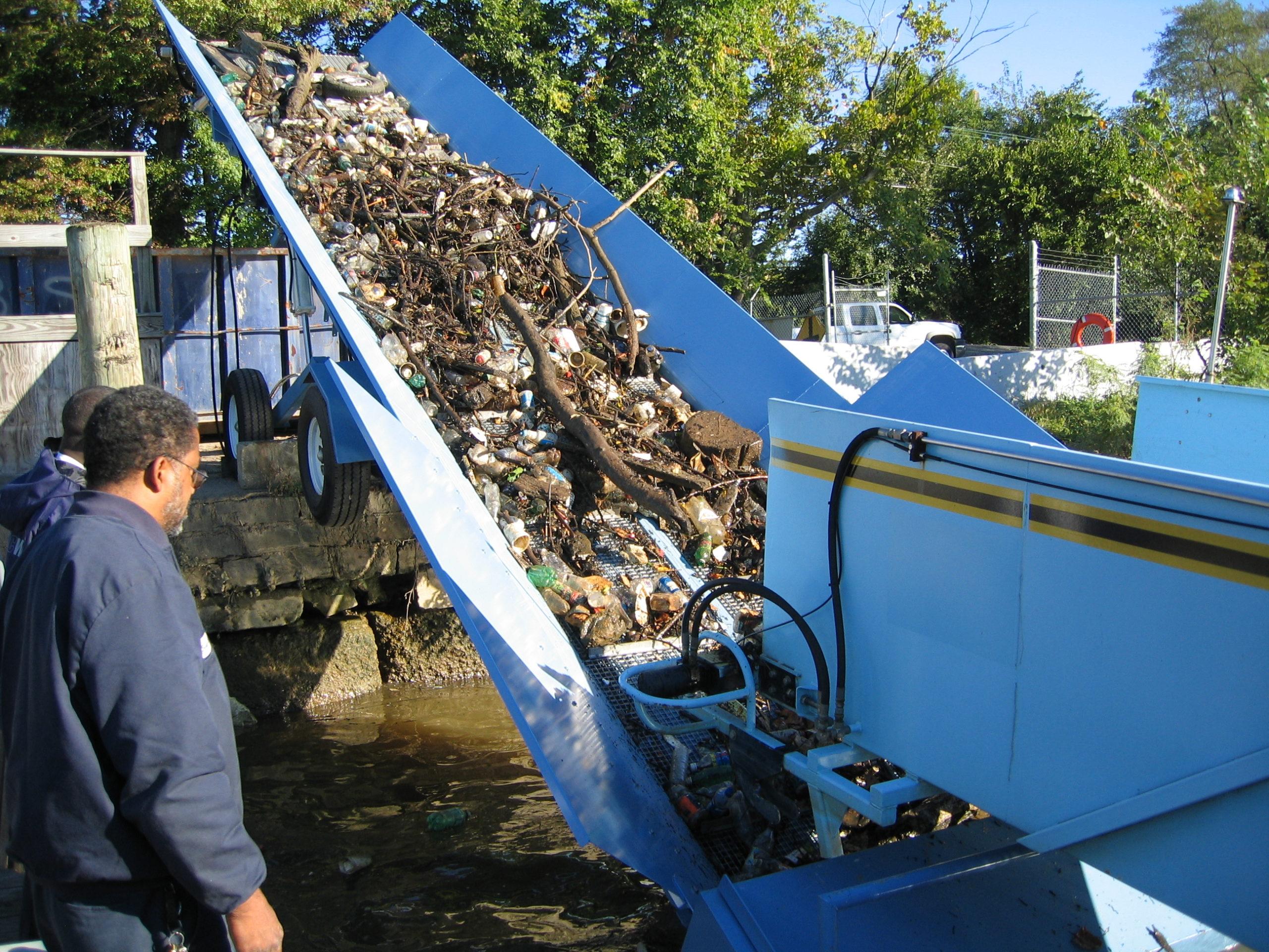 Alphaboats PC6036 Pier Conveyor off loading trash from Trash Skimmer