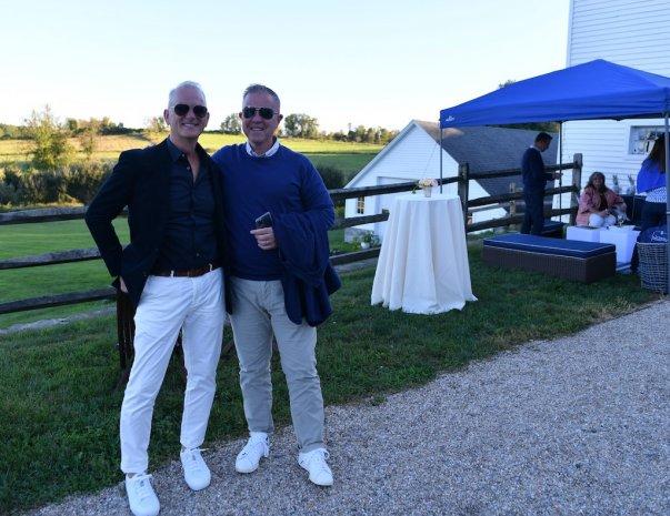 couple-men-sunglasses