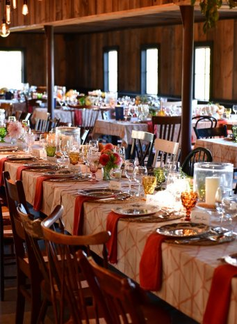 savor-tables-room-tight
