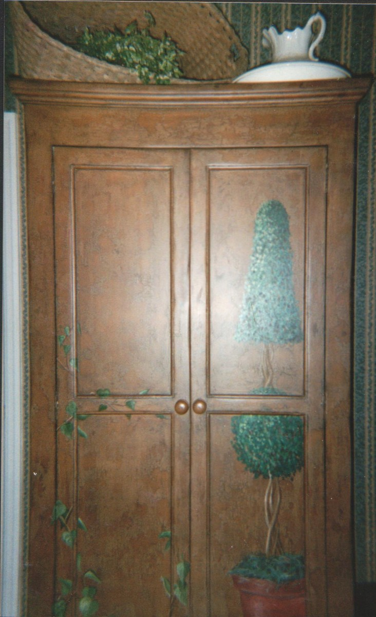 Cabinet - Armoire Accent Mural Old world