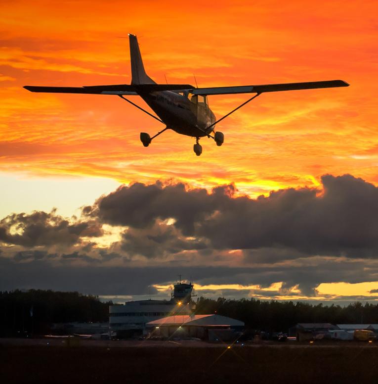 Cessna_172_laskeutuu_Helsinki-Malmin_72px