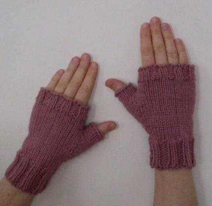 Knitted fingerless mitts knitting pattern