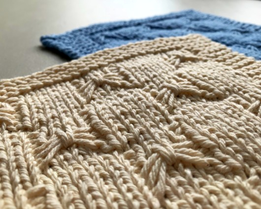 Free Knitted Dishcloth Pattern - With Bows!