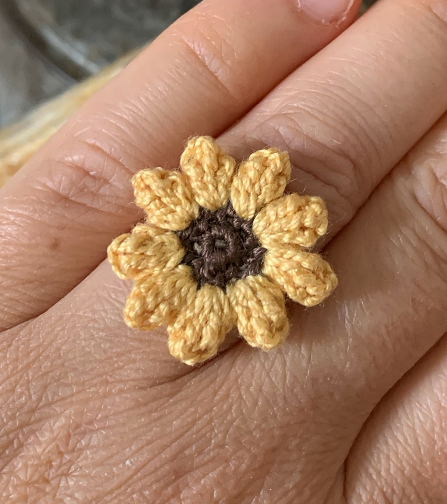 How to make a ring from a crochet flower