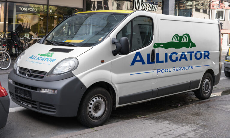 alligator-pool-services-van-parked