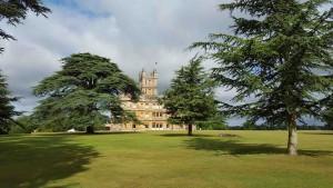 Linda Seger visits Highclere Castle in England