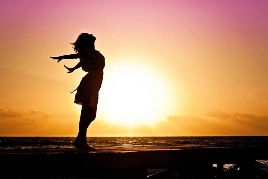 woman silhoutte sunset