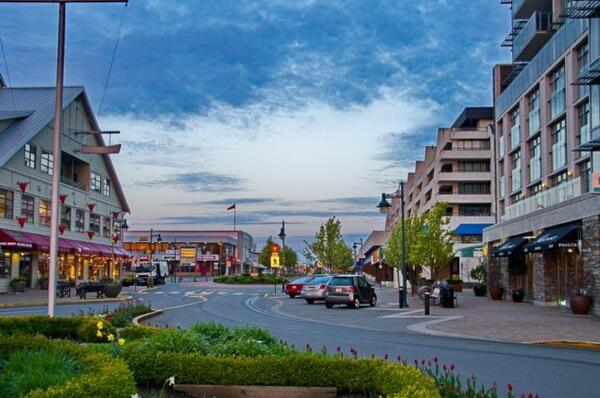 Sidney's-Beacon-Ave-town-centre