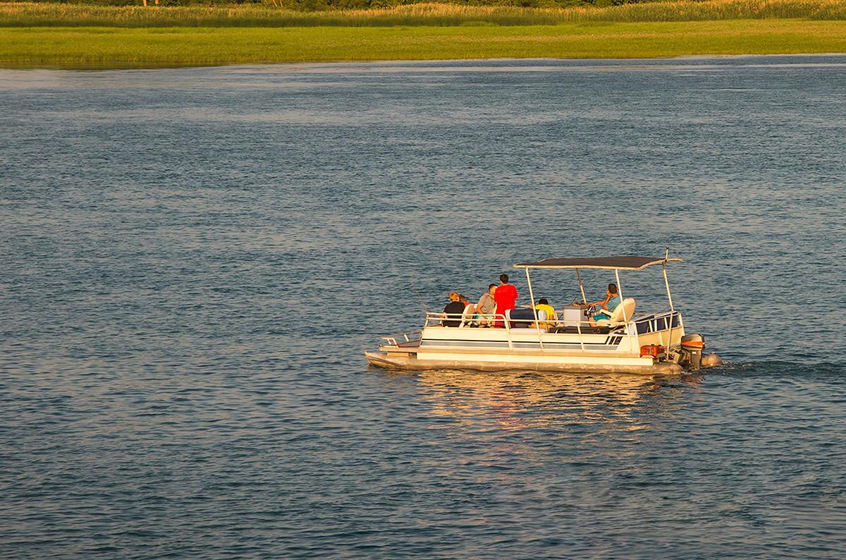 pontoon-boat-slips-on-Lake-Murray
