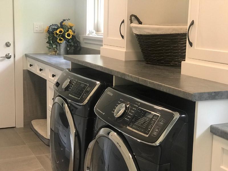 This laundry room has plenty of storage.