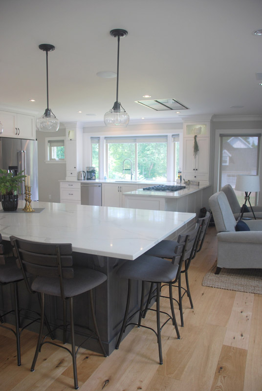 Just the right setting for friends and family to gather in this very social space.