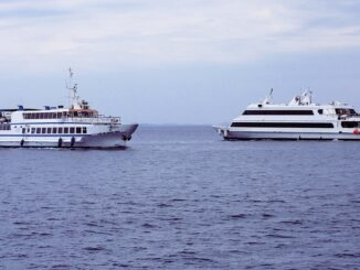Hydrogen-fuel-cell-ferry-image-of-ferries-on-water