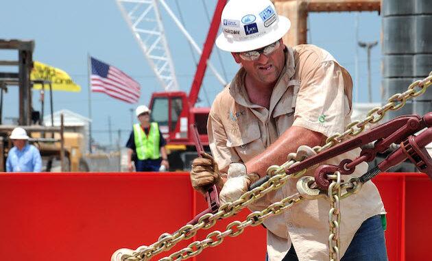 US oil worker - Energy News Beat
