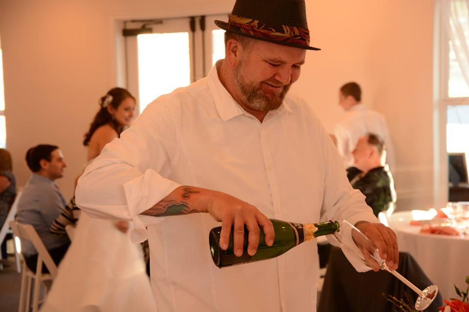 James-Scott-pooring-champagne
