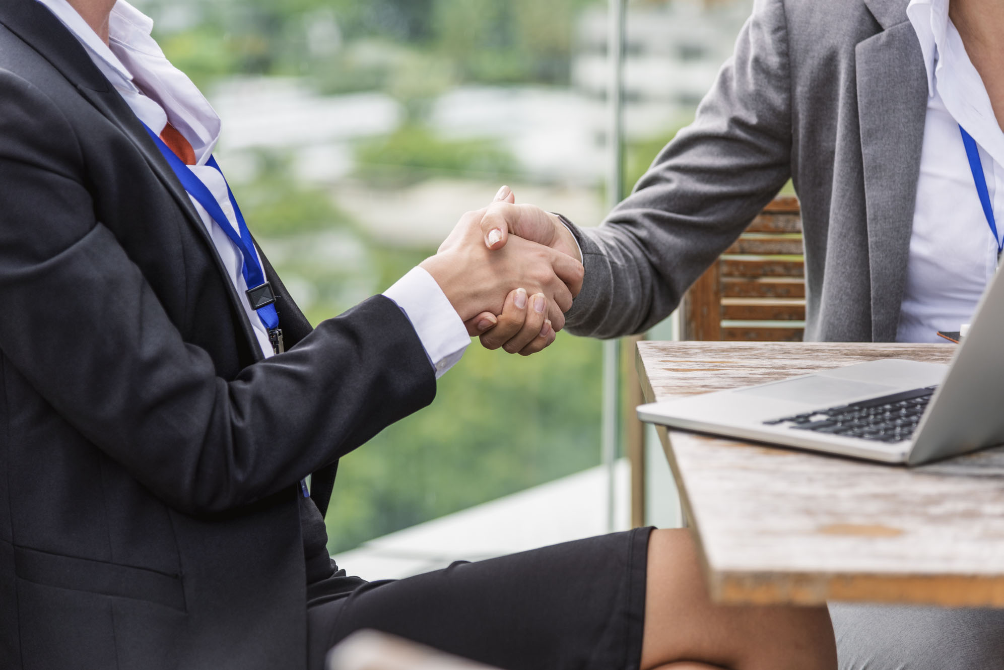 shaking hands for sap hcm cloud solutions