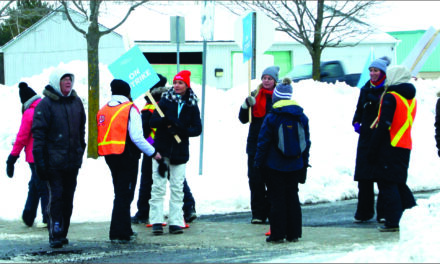 Elementary teachers head to the picket line