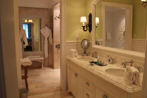 One-bedroom oceanfront suite bathroom