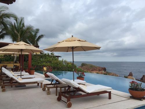 Four Seasons Punta Mita 5-bedroom oceanfront villa pool
