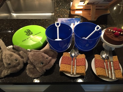 Cutest in-room welcome for the kids- stuffed stingrays & sand pails!