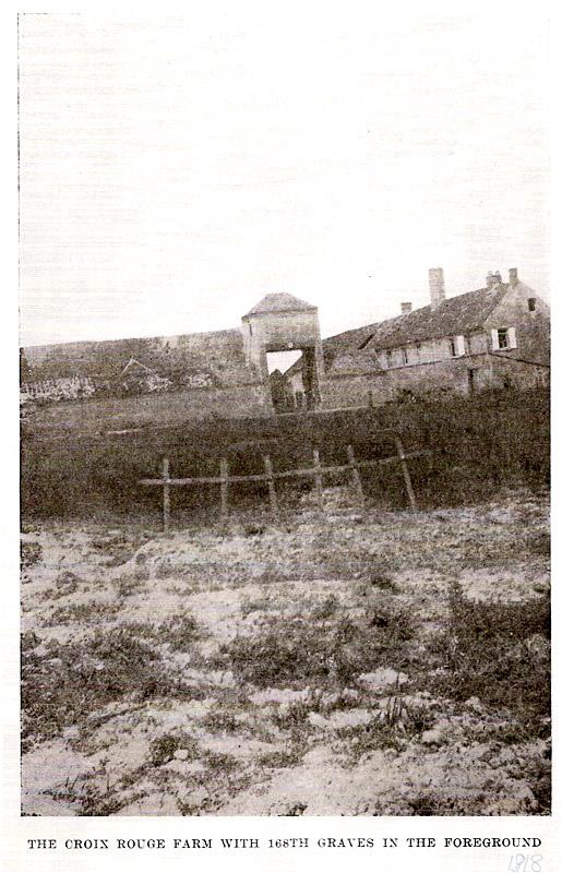 Tombes de soldats du 168e regiment d'Iowa devant la ferme de la Croix Rouge juste après la bataille.
