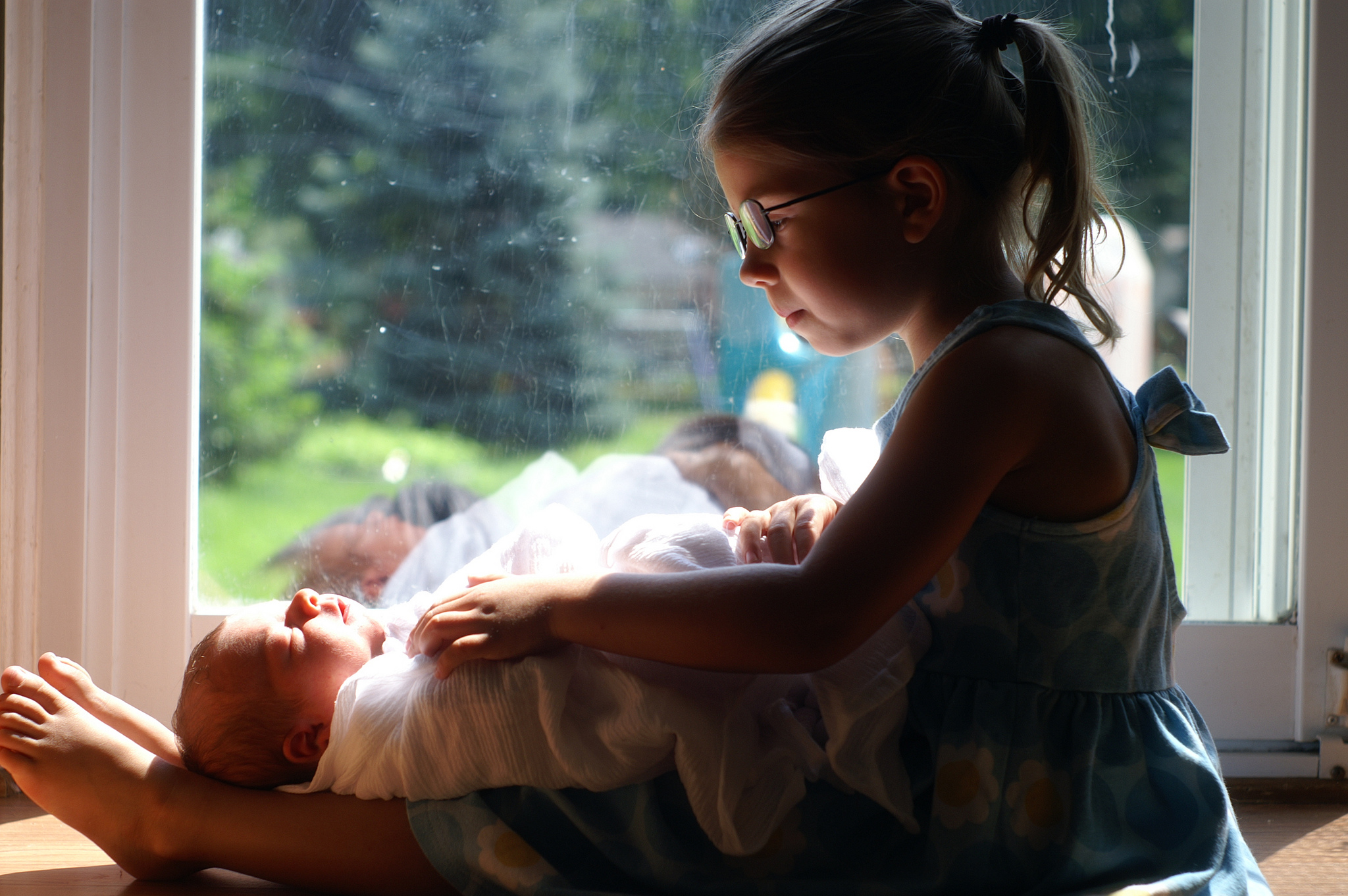 Imitation is my art: Sibling photography in natural light