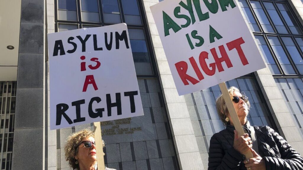 Juez federal de California bloquea nueva regulación de asilo de Trump