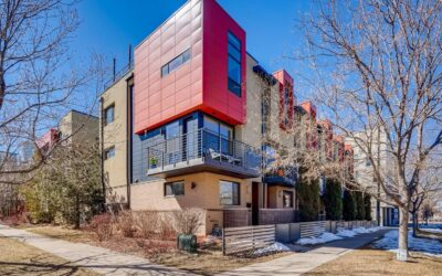 SOLD: Bright And Sunny End Unit In Denver