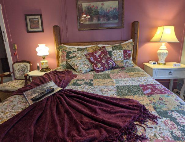 Clasic bedroom image 5