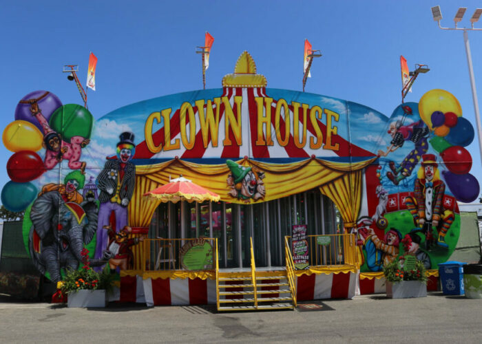 Clown Glasshouse on the Rcsfun Midway