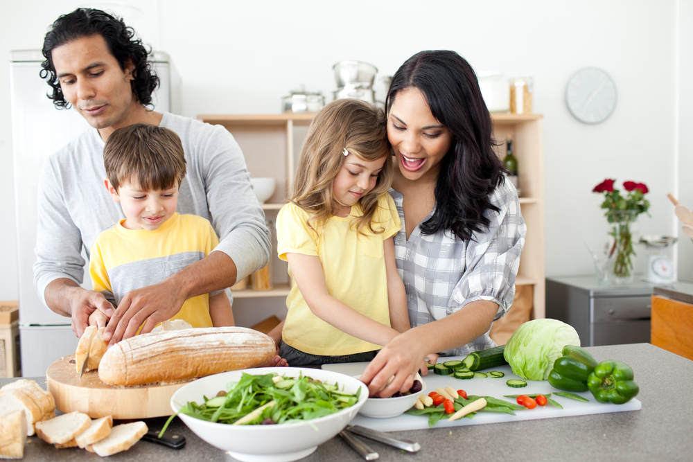 Children-preparing-meal-with-parents