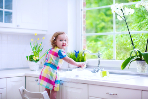 ShadyOak-little-girl-cleaning-dishes