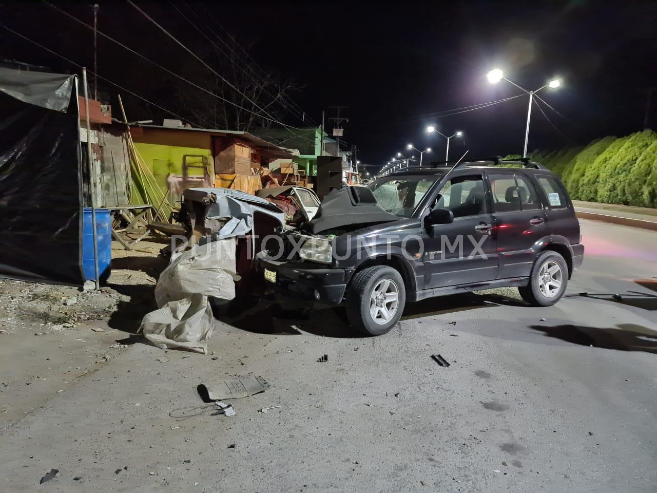 CONDUCTOR EBRIO CHOCA CON VEHÍCULOS ESTACIONADOS EN MONTEMORELOS, REPORTAN DAÑOS MATERIALES.